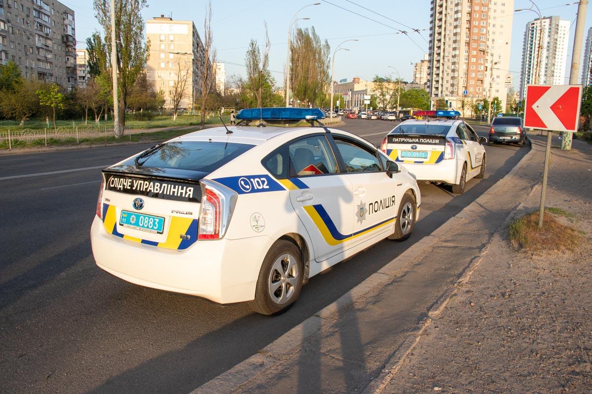 На месте работали экипаж патрульной полиции и следственно-оперативная группа