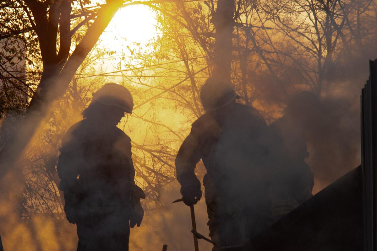 Лишь к 07:02 пожар удалось локализовать, а к 07:06 ликвидировать