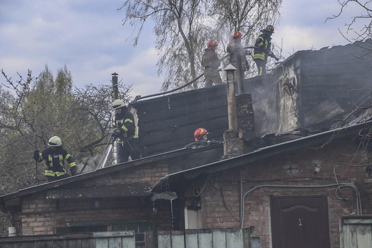 В Шевченковском районе Киева начался пожар
