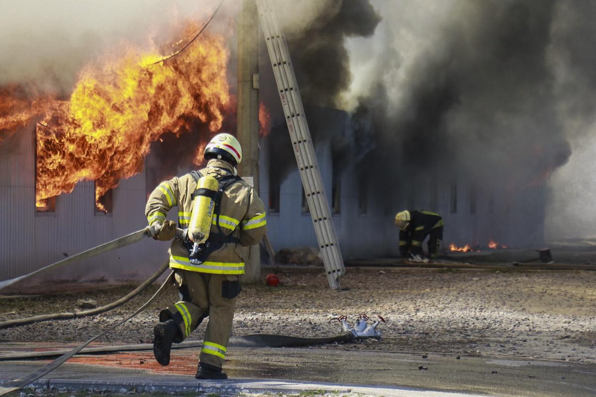 Борьба с огнем продолжается