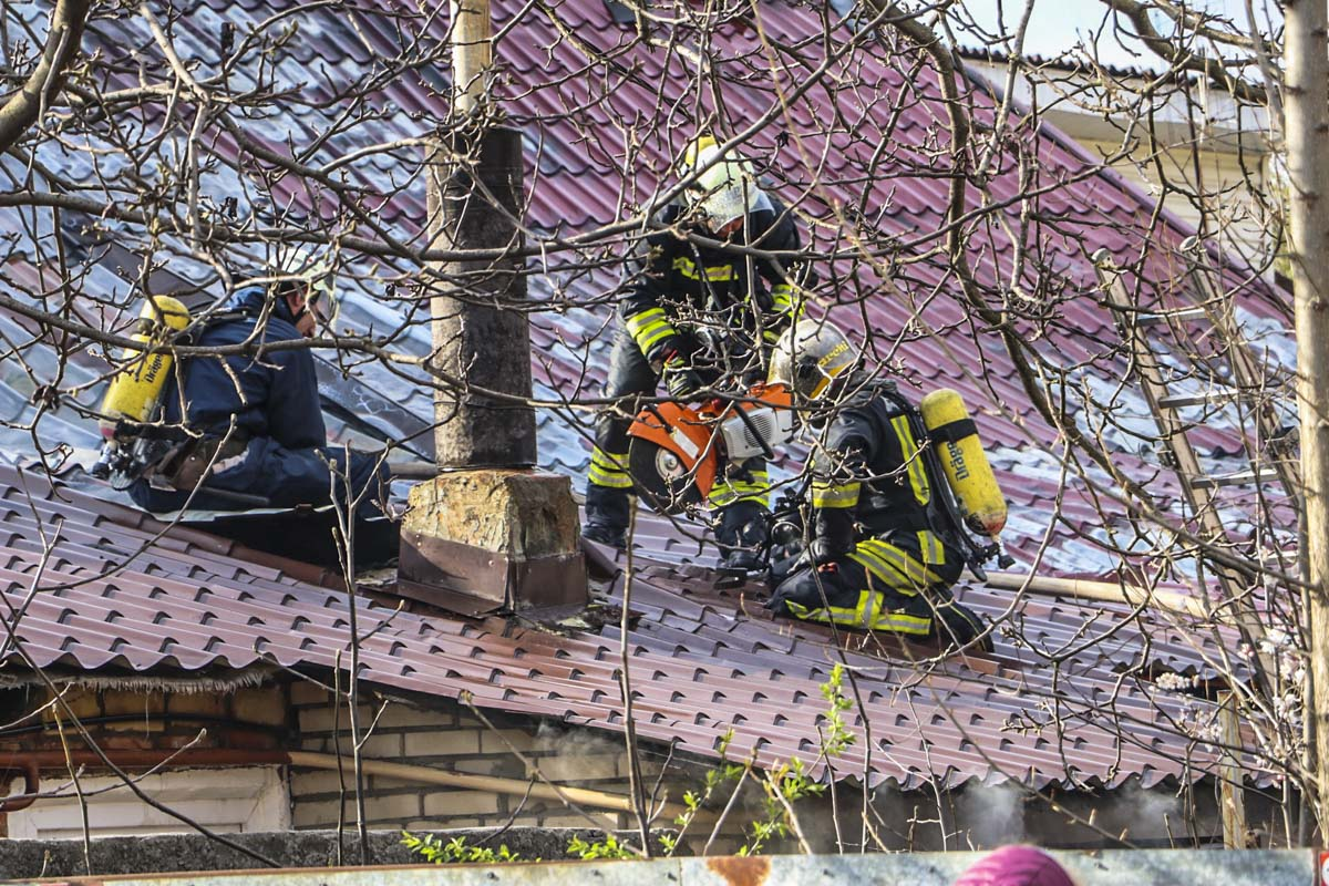 По предварительным данным, все жильцы дома успели покинуть здание самостоятельно