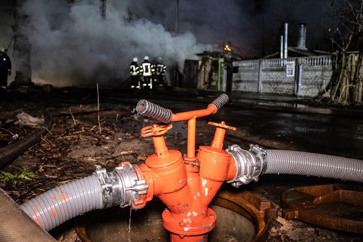 На ликвидацию пожара выезжали 11 единиц техники и 43 человека личного состава