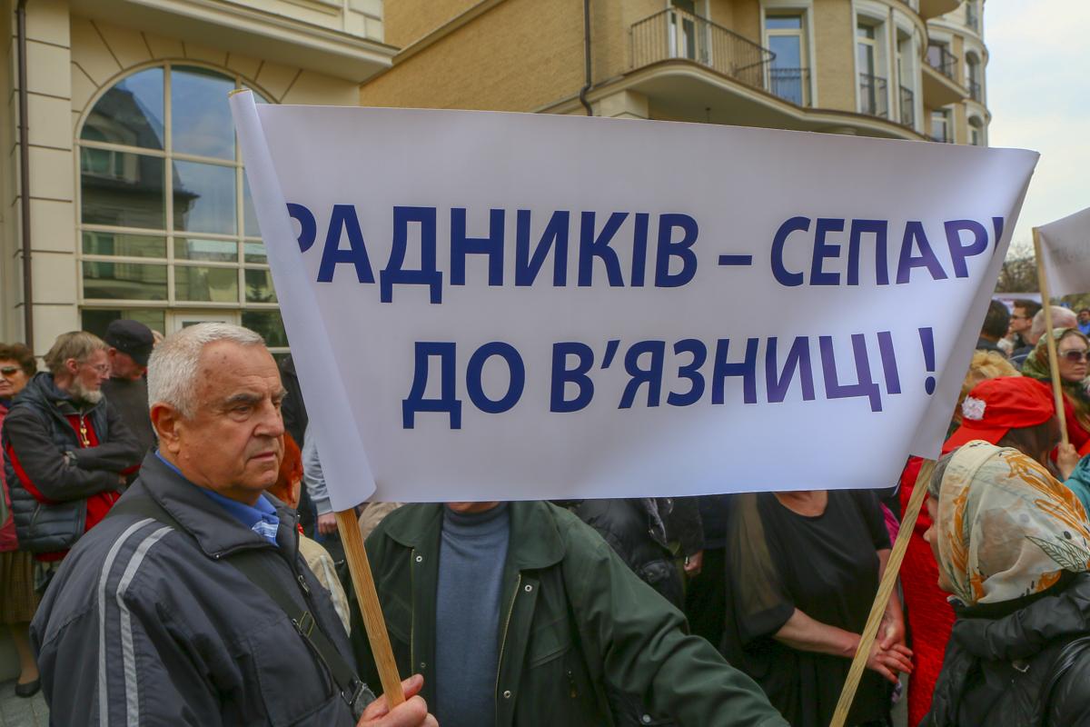 Основу митингующих составляли либо люди пенсионного возраста, либо студенты