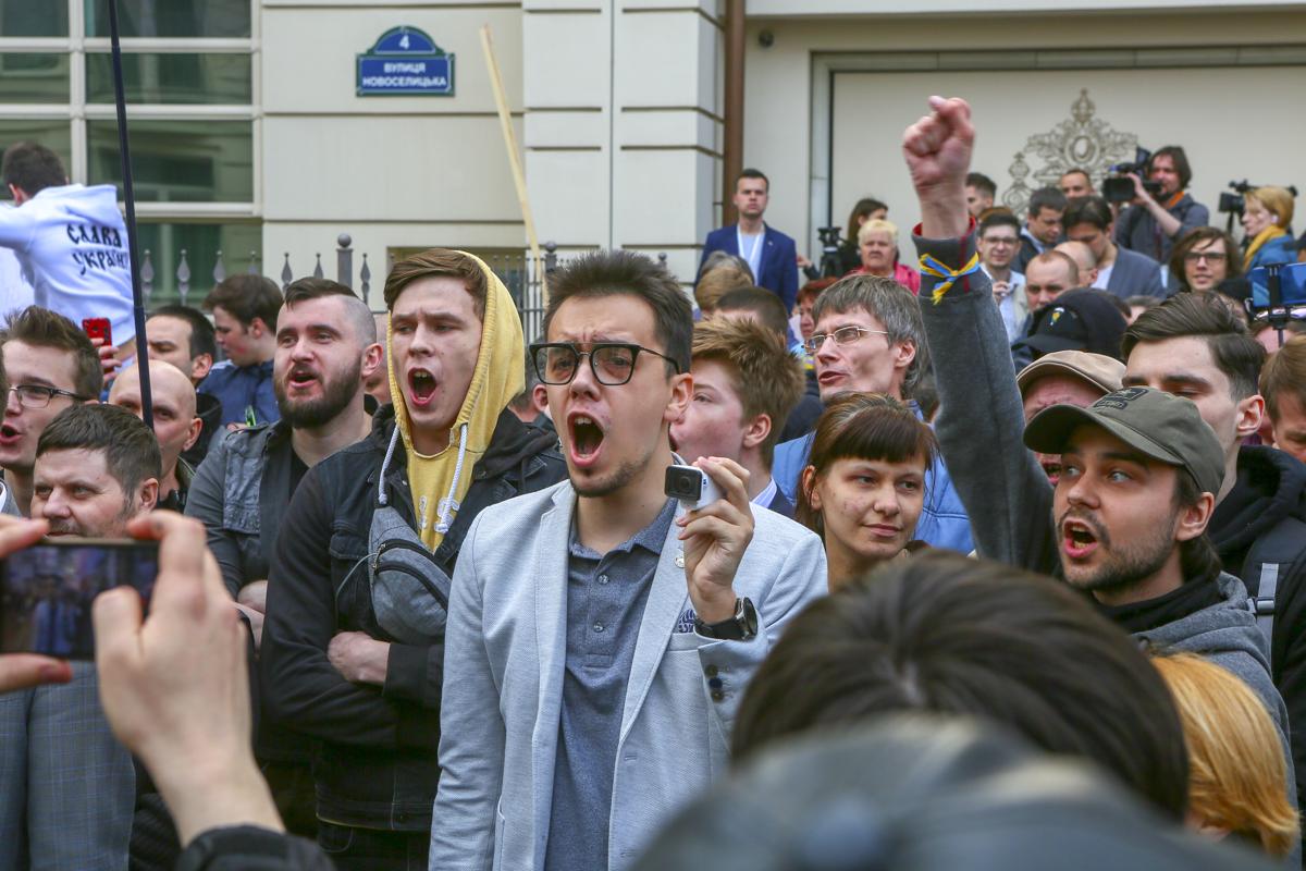 В ходе митинга было много криков. К счастью, обошлось без столкновений