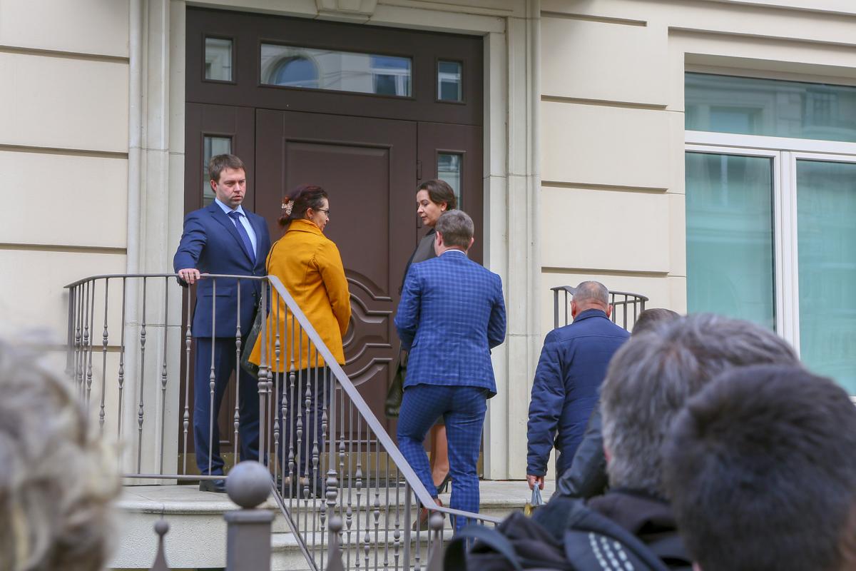 В конце концов, координационная группа митингующих зашла в здание штаба