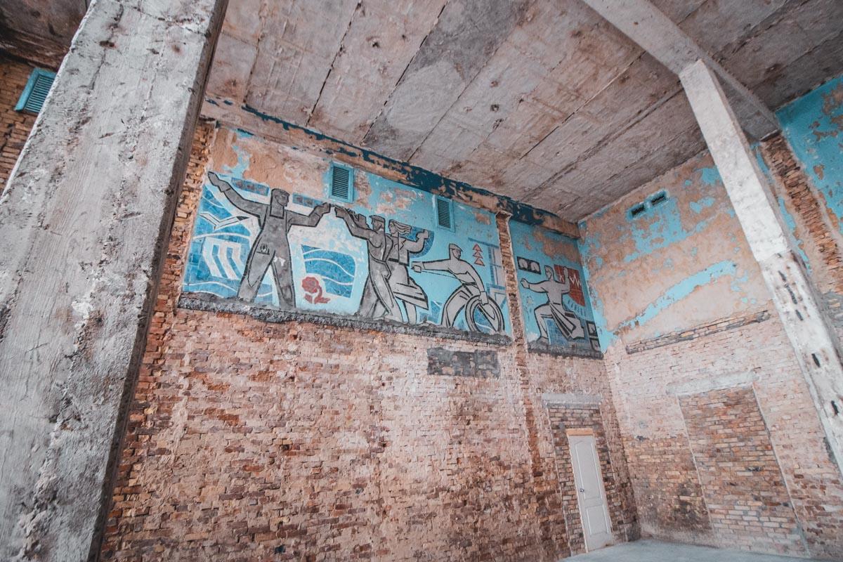 Мозаики и фрески на стенах убирать не будут