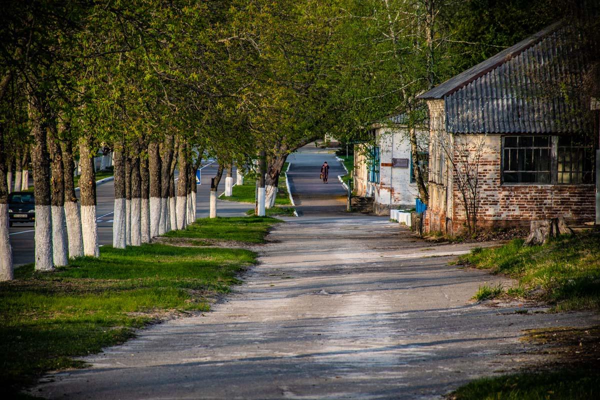 По словам местных жителей бояться в зоне отчуждения нечего - они дышат этим воздухом, ходят по земле и радуются жизни.