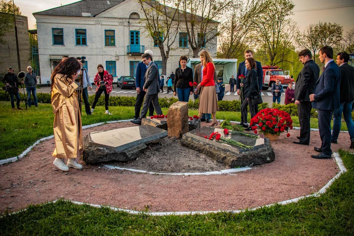 Также Руслана и подростки посетили мемориальные плиты