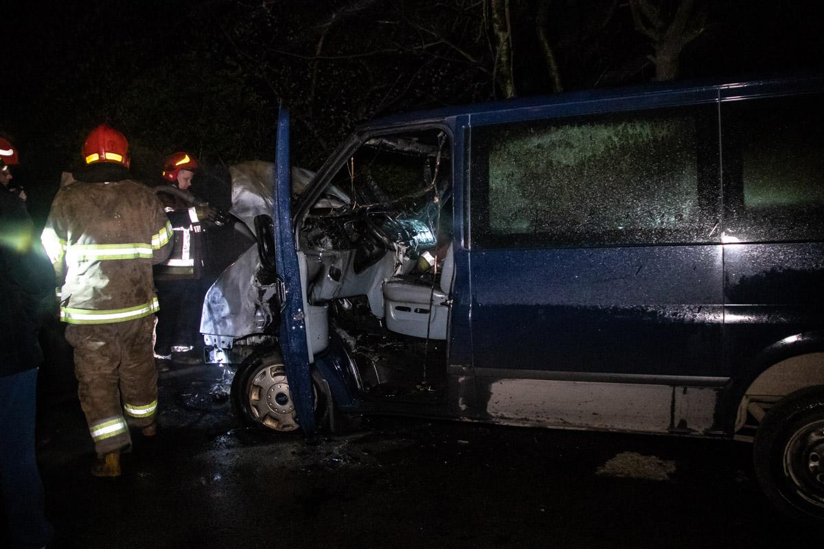 По предварительным данным, пожар случился из-за неисправной проводки вмикроавтобусе