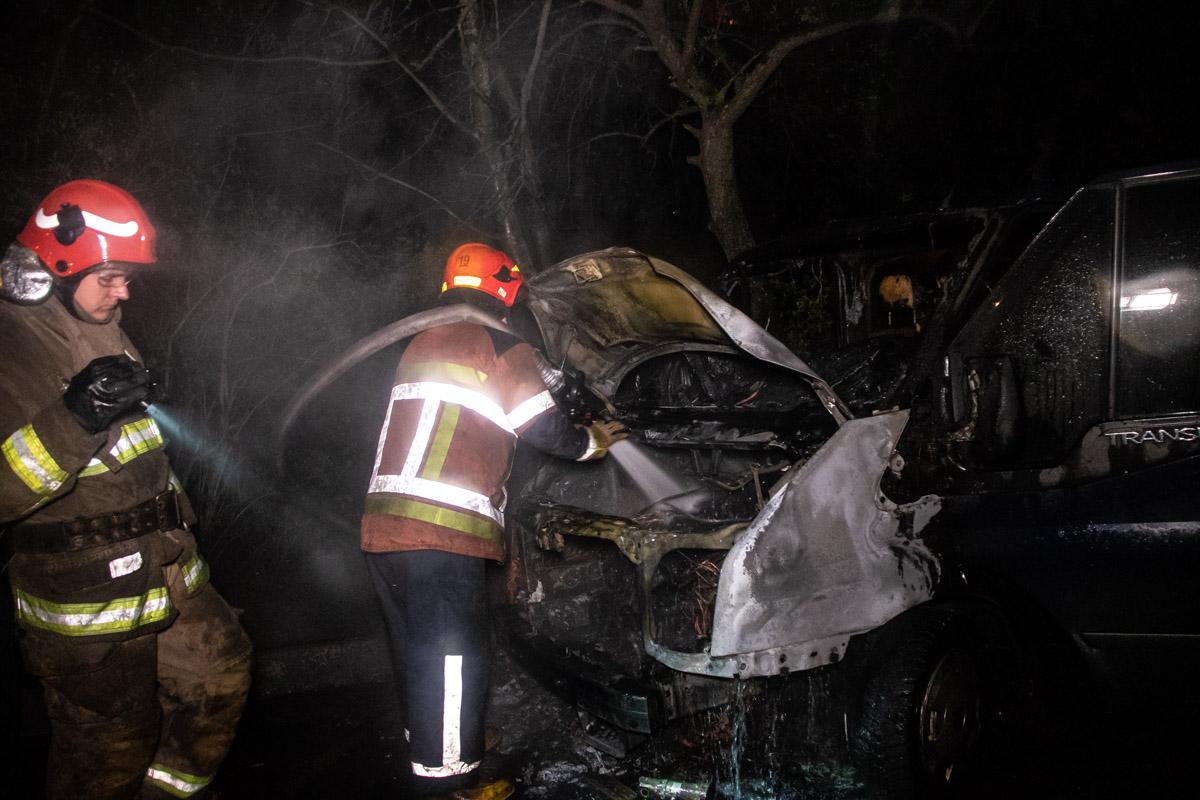 Ночью, проснувшись, мужчина увидел, как пылает его автомобиль