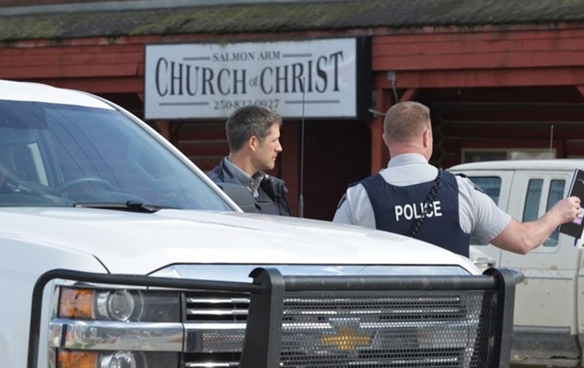 В результате стрельбы в церкви в Канаде погиб один человек