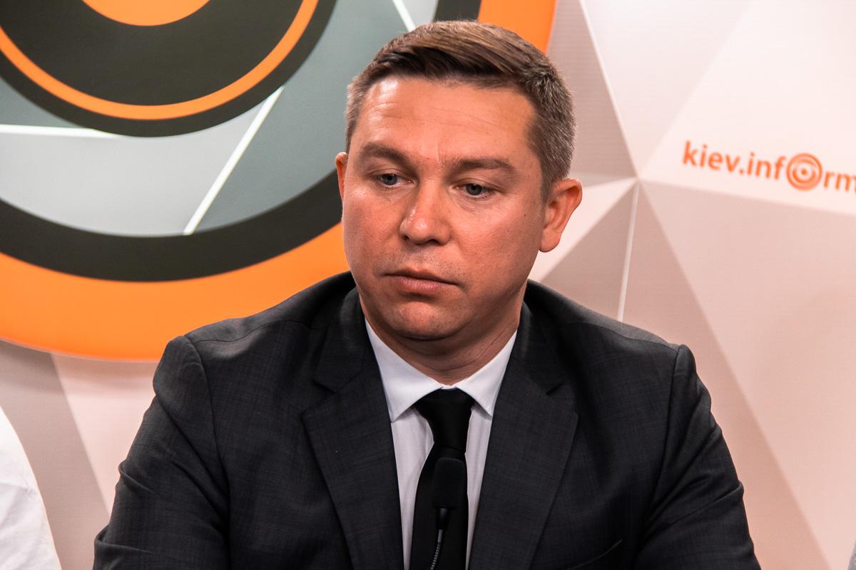 """Глава организации """"Стоп нелегал"""" Денис Шинкаренко отметил, что считает обязательным привлечь прокуратуру и СБУ для решения этой проблемы"""