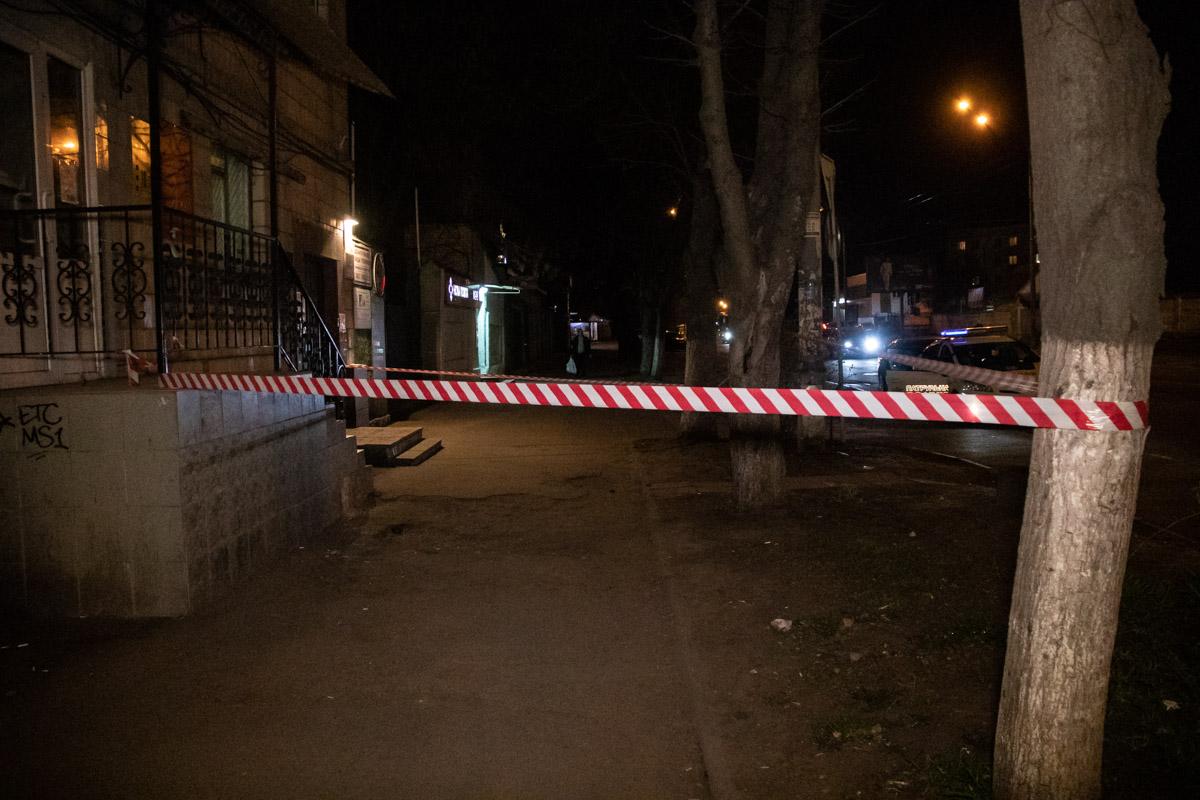 Две компании не поделили тротуар на улице Максимовича