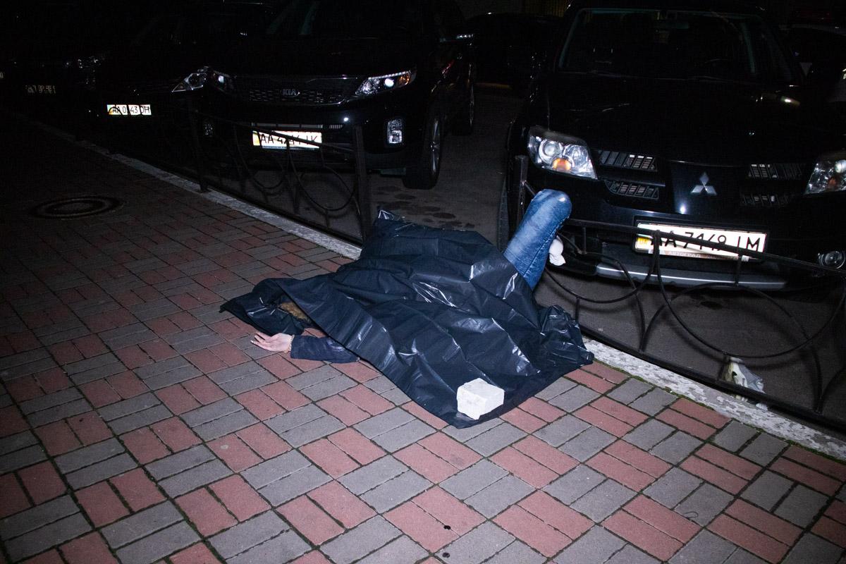 В ночь на 13 апреля в Киеве по адресу проспект Николая Бажана, 14 был обнаружен труп девушки