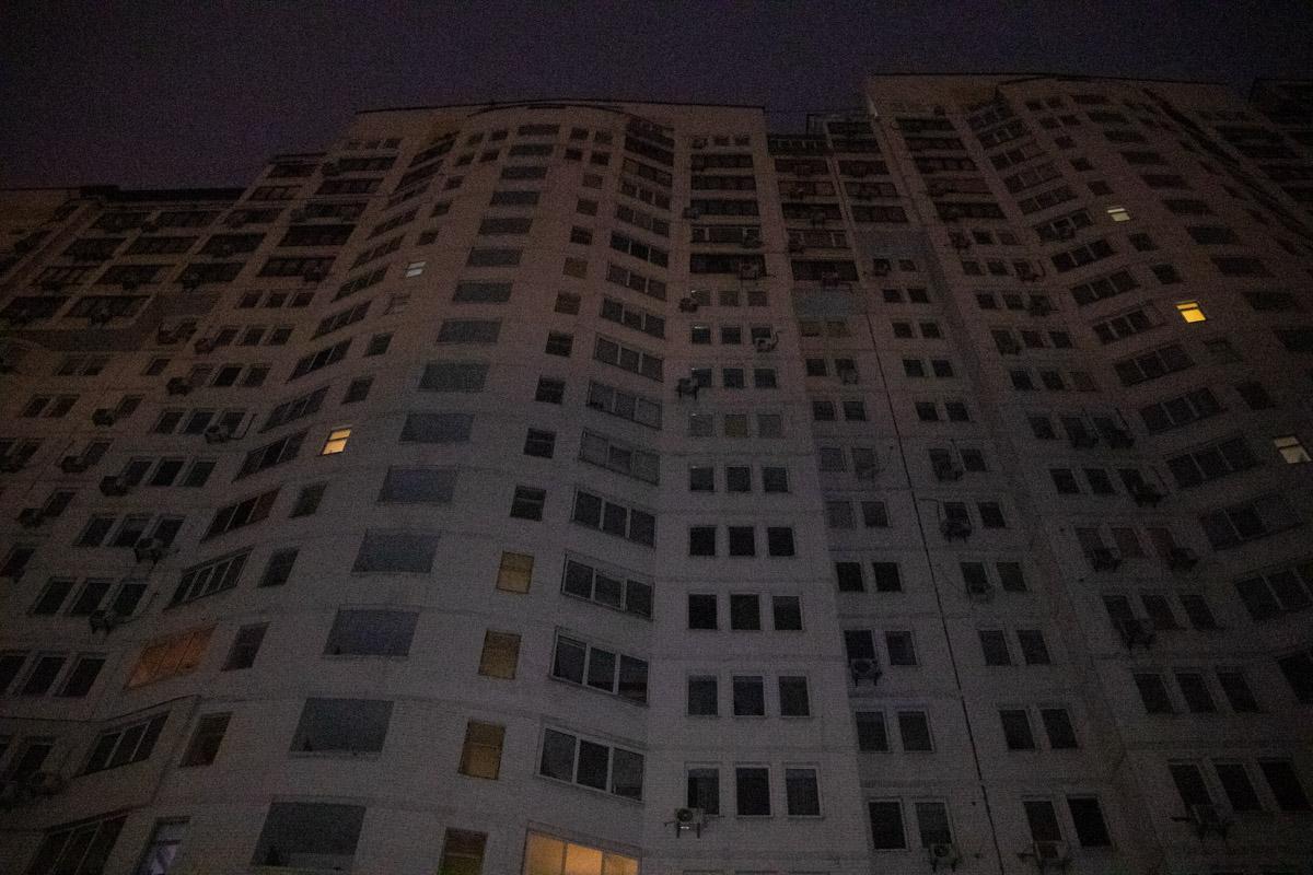 Тело лежало под 23-этажным домом