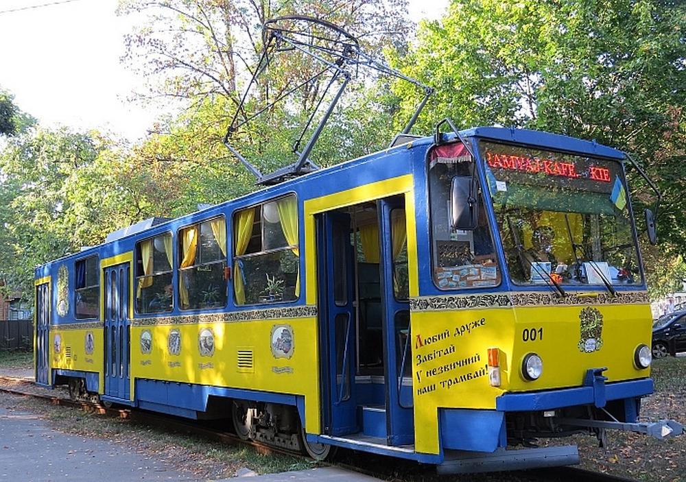 В Киеве на Пасху можно покататься на экскурсионном трамвае
