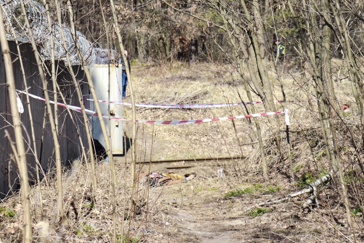 Тело находилось на тропе между улицами Алма-Атинской и Машинистовской