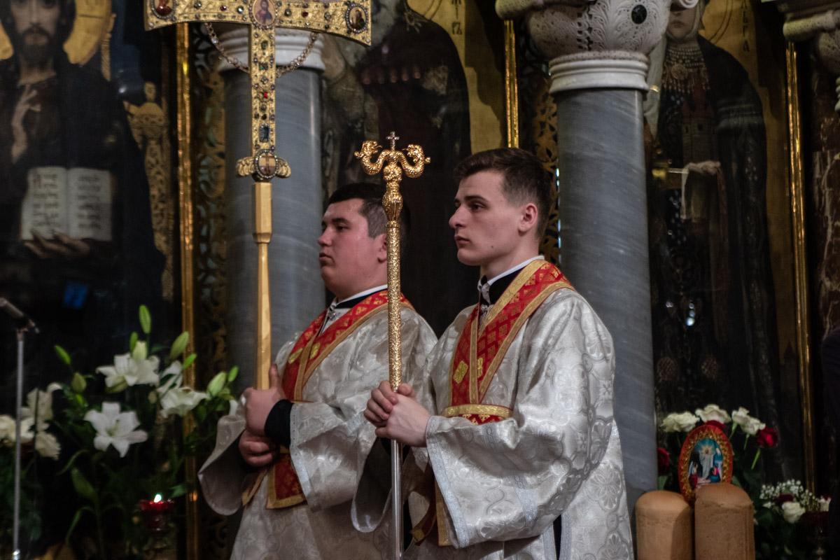 Во Владимирском соборе Пасхальная служба длилась всю ночь