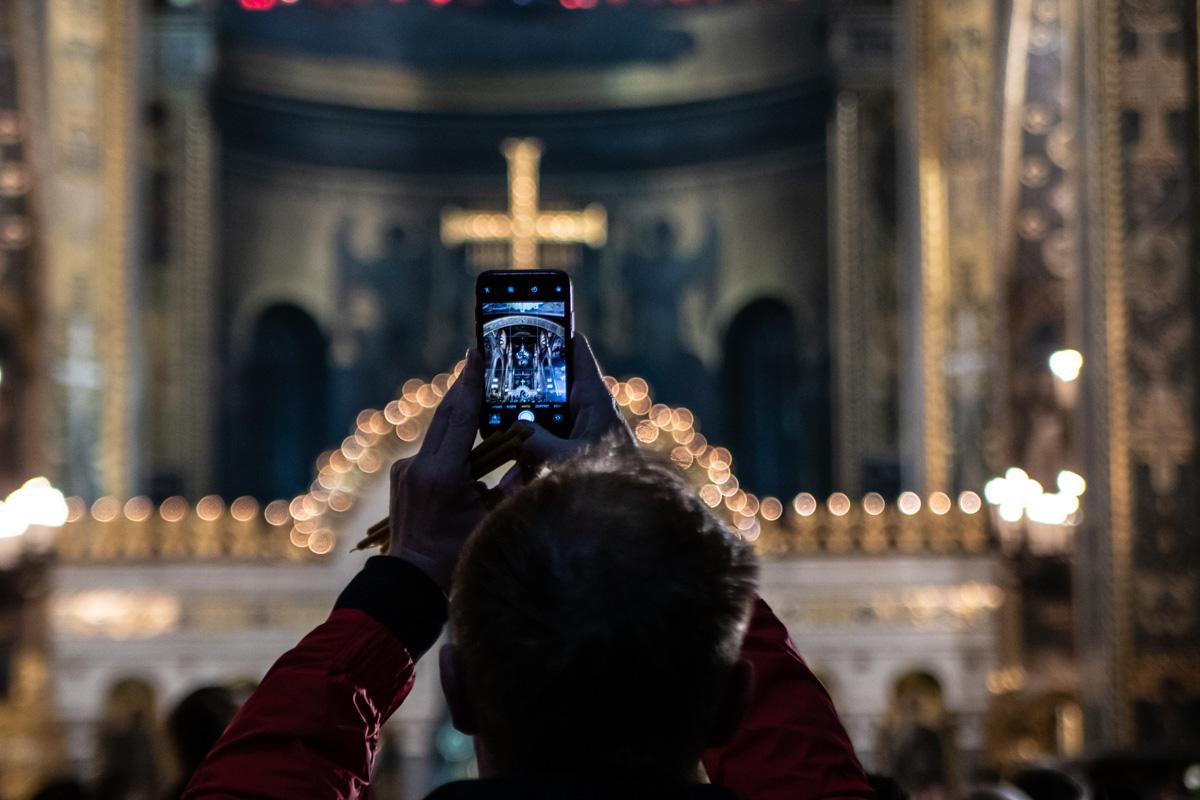Во Владимирском соборе православные собрались еще до полуночи
