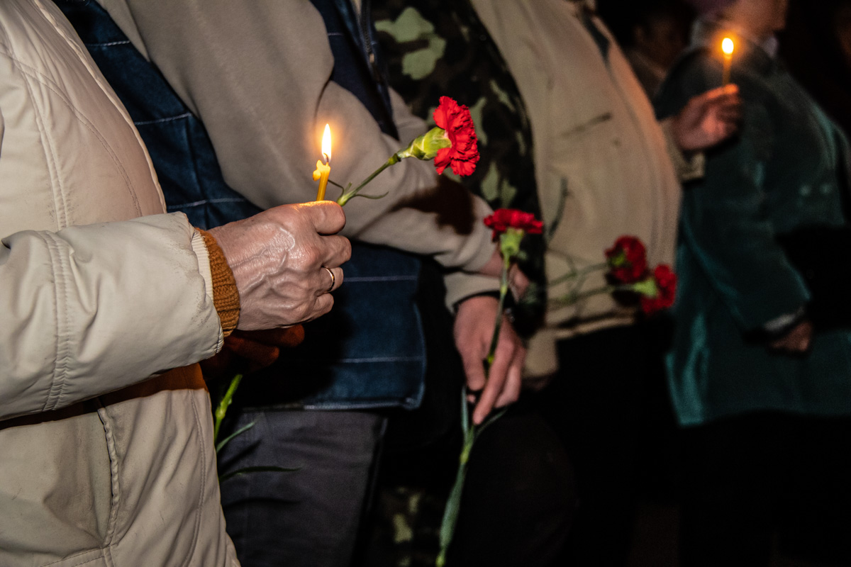 В ходе молебна церковники упомянули обо всех людях, отдавших свои жизни в ту роковую ночь