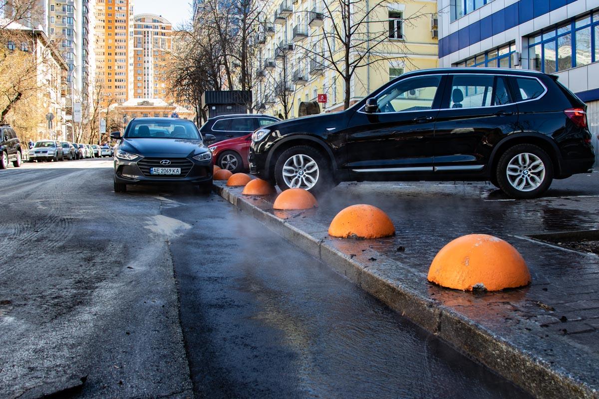В Киеве на улицу хлынул кипяток