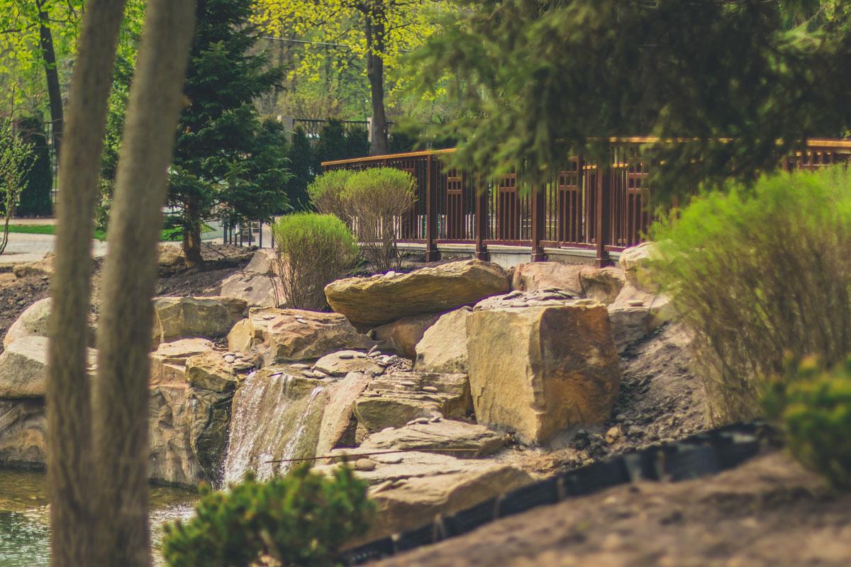 Сдать в эксплуатацию зоопарк должны были еще в 2018 году, поэтому некоторые локации уже выглядят крайне облагороженными