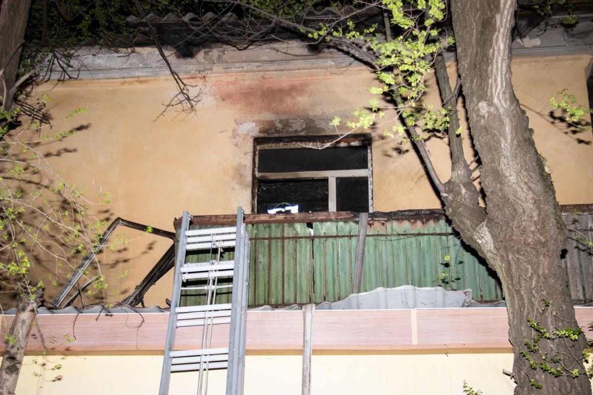 Пока неизвестно, что стало причиной пожара, так как во время возгорания в квартире никого не было