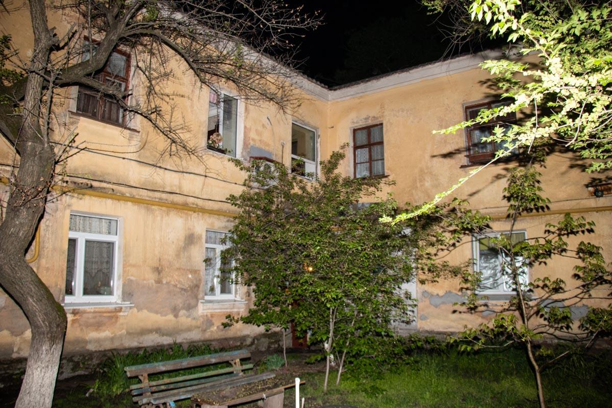 Горела квартира в двухэтажном жилом доме