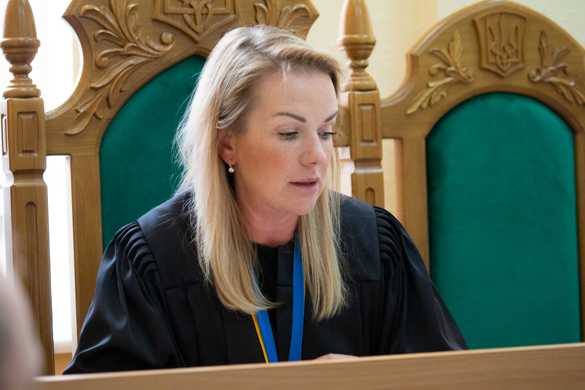 Судья приняла решение перенести заседание на 27 мая