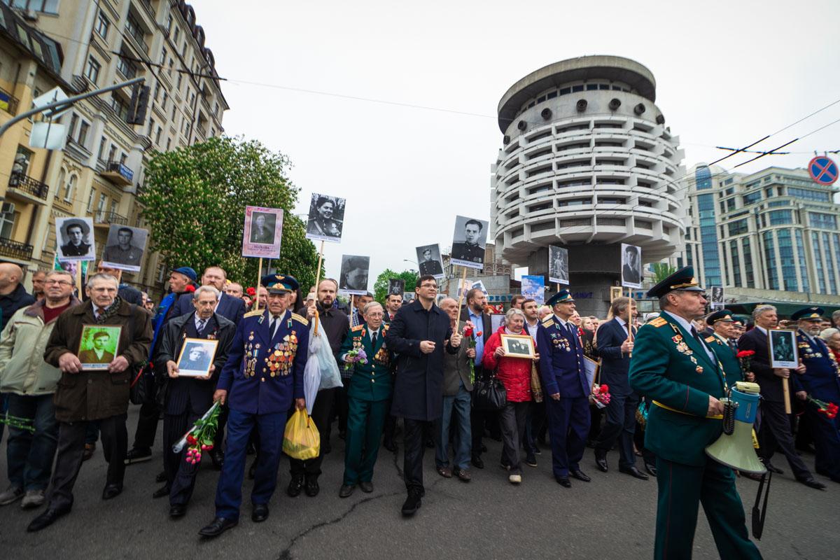 Марш направляется к Парку Вечной славы