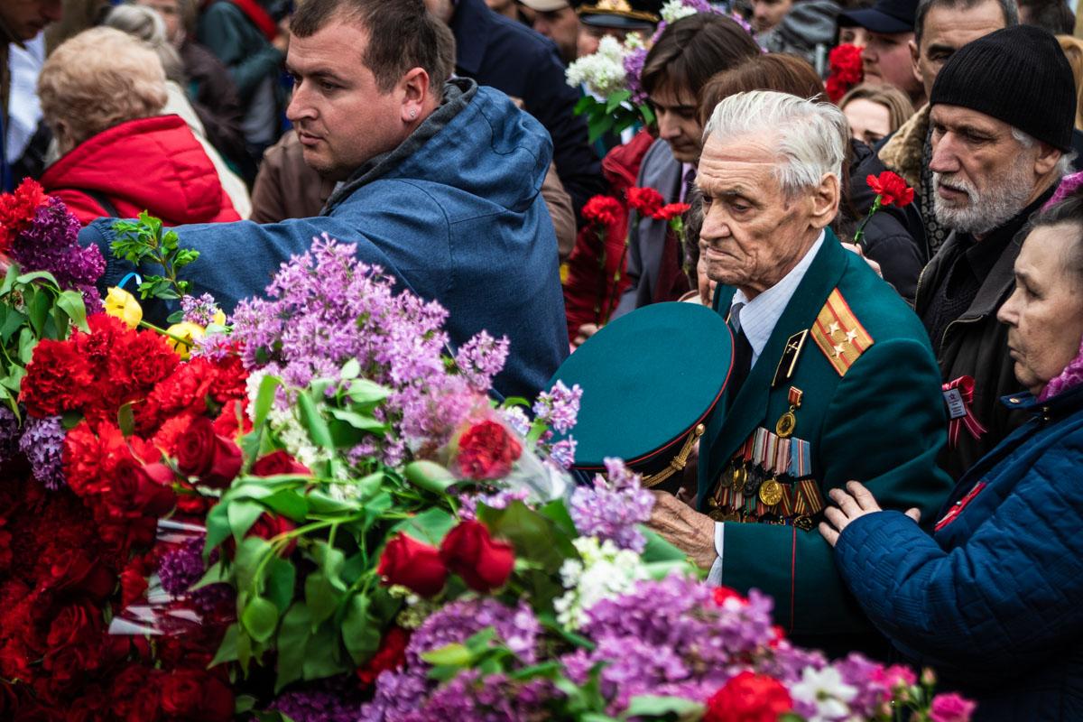 Возложение цветов у Мемориала Вечной Славы