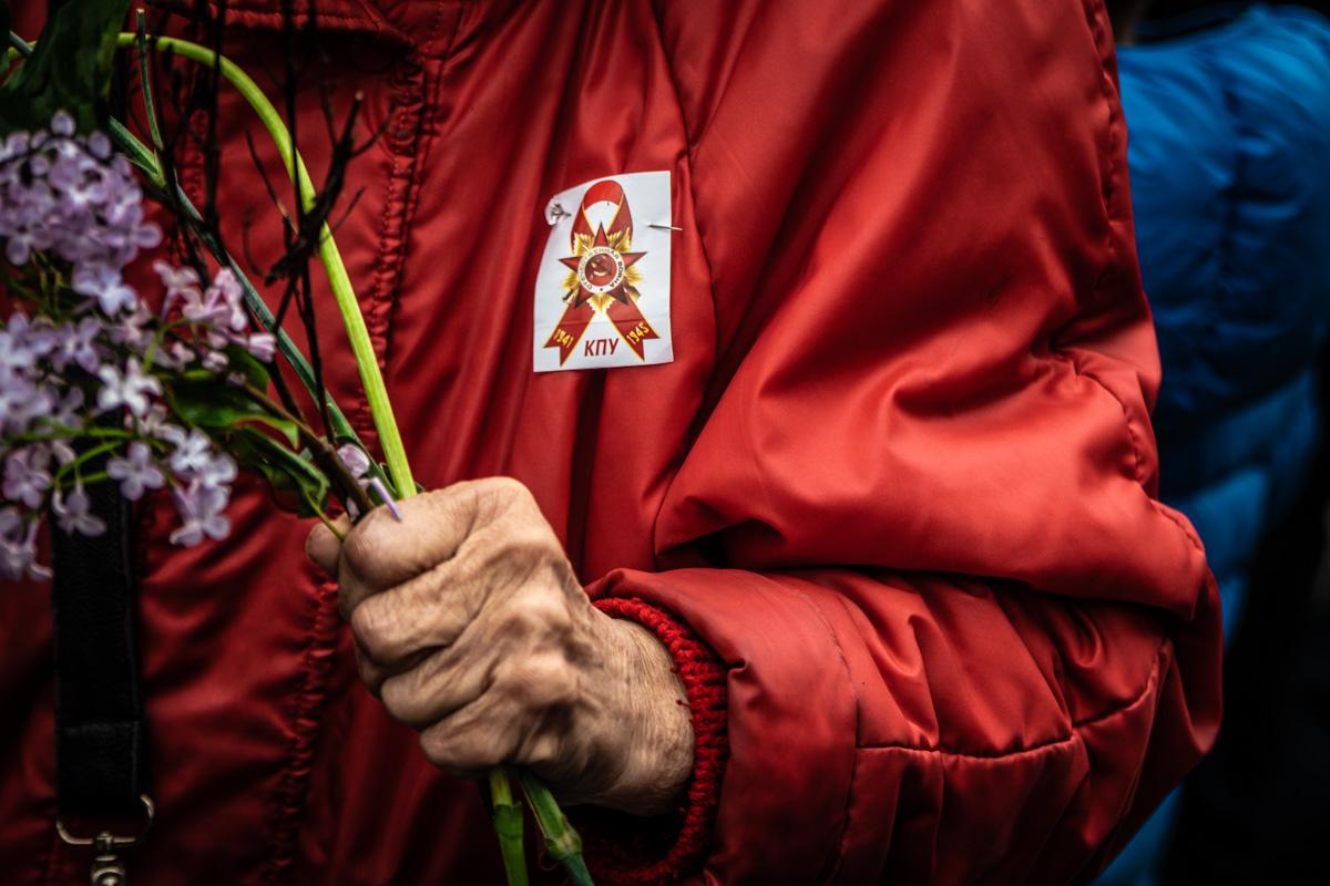 Не обошлось без символики КПУ