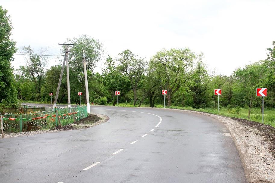 Днепропетровская ОГА приводит в порядок дороги между населенными пунктами