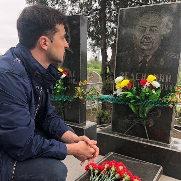 Владимир Зеленский посетил могилу своего деда