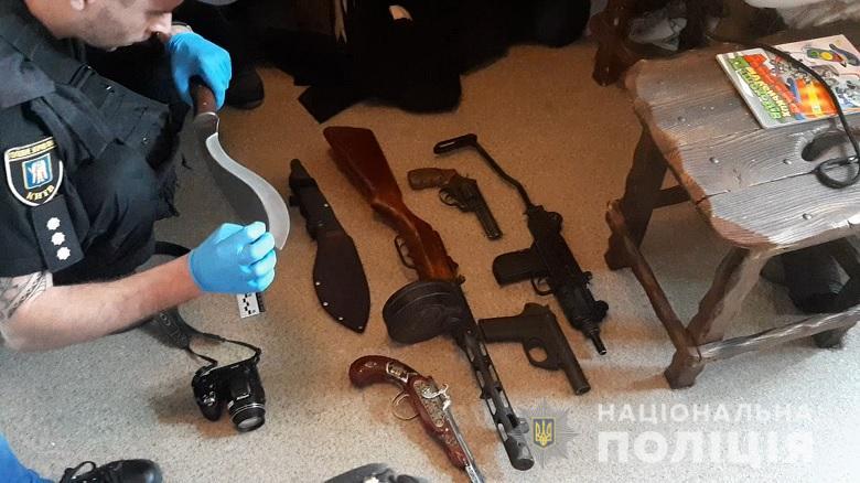 В злополучной квартире полицейские обнаружили целый арсенал оружия