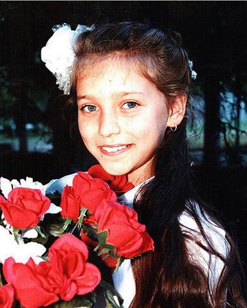 Регина Тодоренко опубликовала свое детское фото