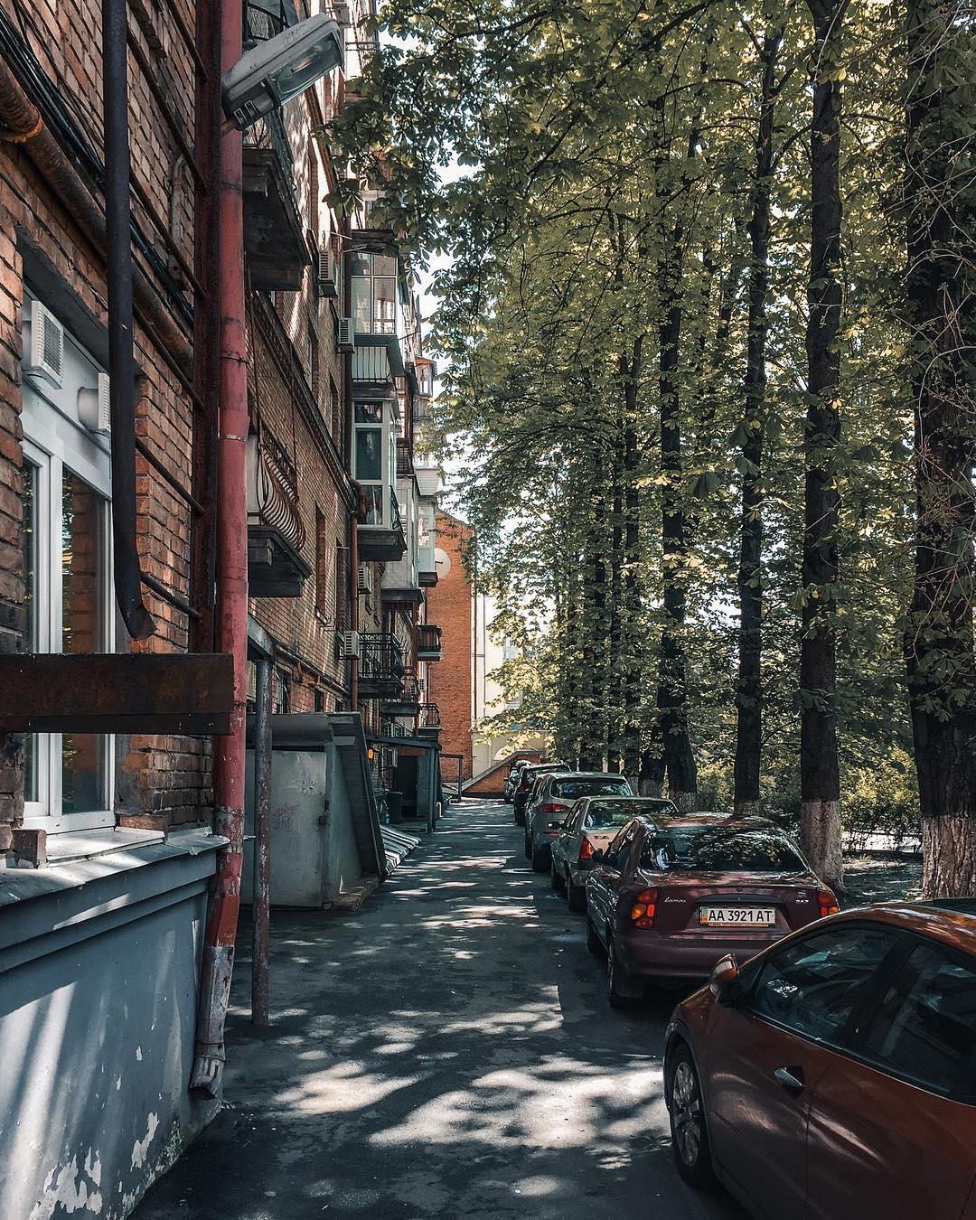И даже самые спрятанные дворики - уютнее любой заграницы. Фото: @zhukevych
