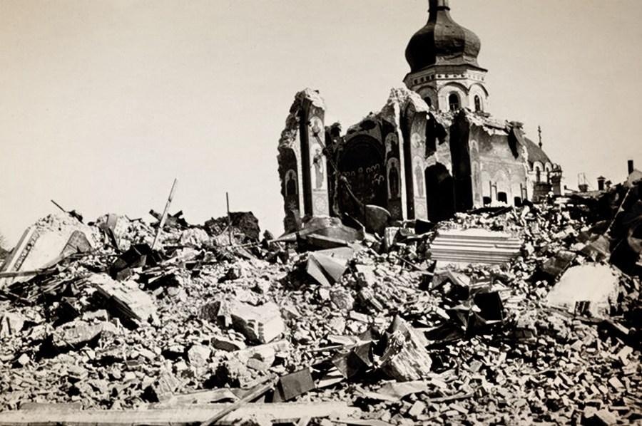 Многие архитектурные памятники разрушились после взрывов и пожаров