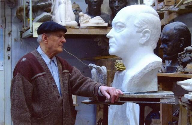 Скульптор умер на 91-м году жизни.