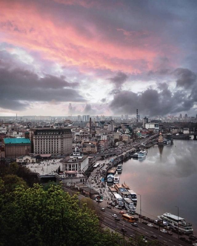 В такие моменты кажется, что небо - это тоже город, только вместо домов - облака. Фото: @p_belskyi