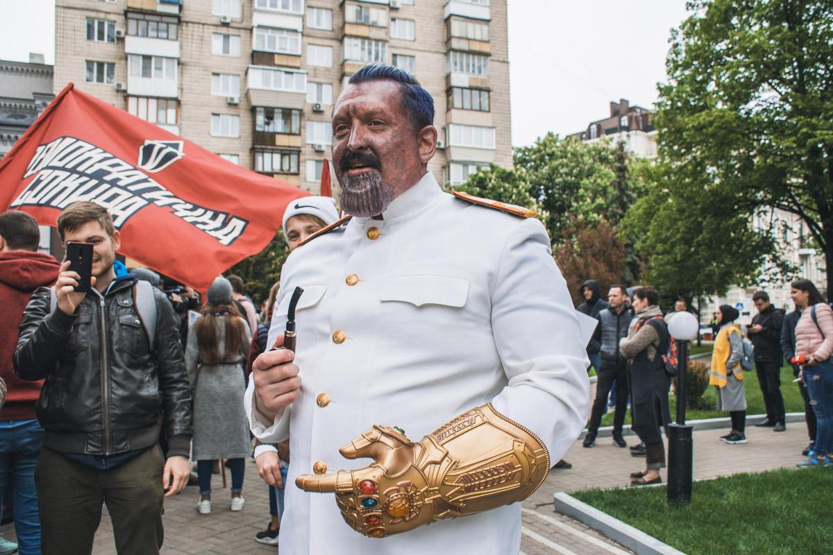 Станос - он одновременно и Сталин и Танос