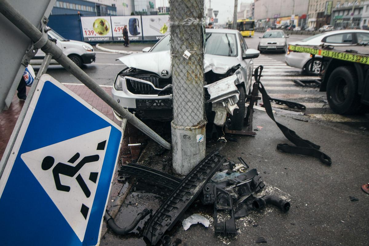В Киеве на проспекте Бандеры дорогу не поделили Skoda и Lanos