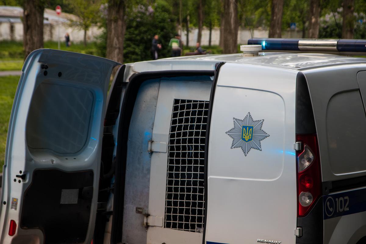Нападавшего задержали сотрудники полка специального назначения патрульной полиции