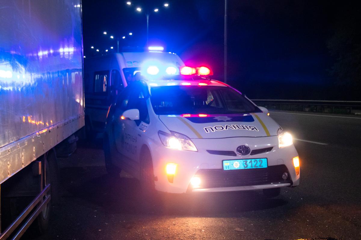 На месте работали экипажи патрульной полиции, медики, спасатели и следственно-оперативная группа