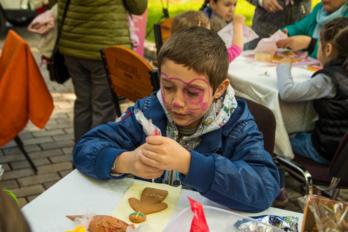 Также в ходе праздника дети могли разукраситься аквагримом