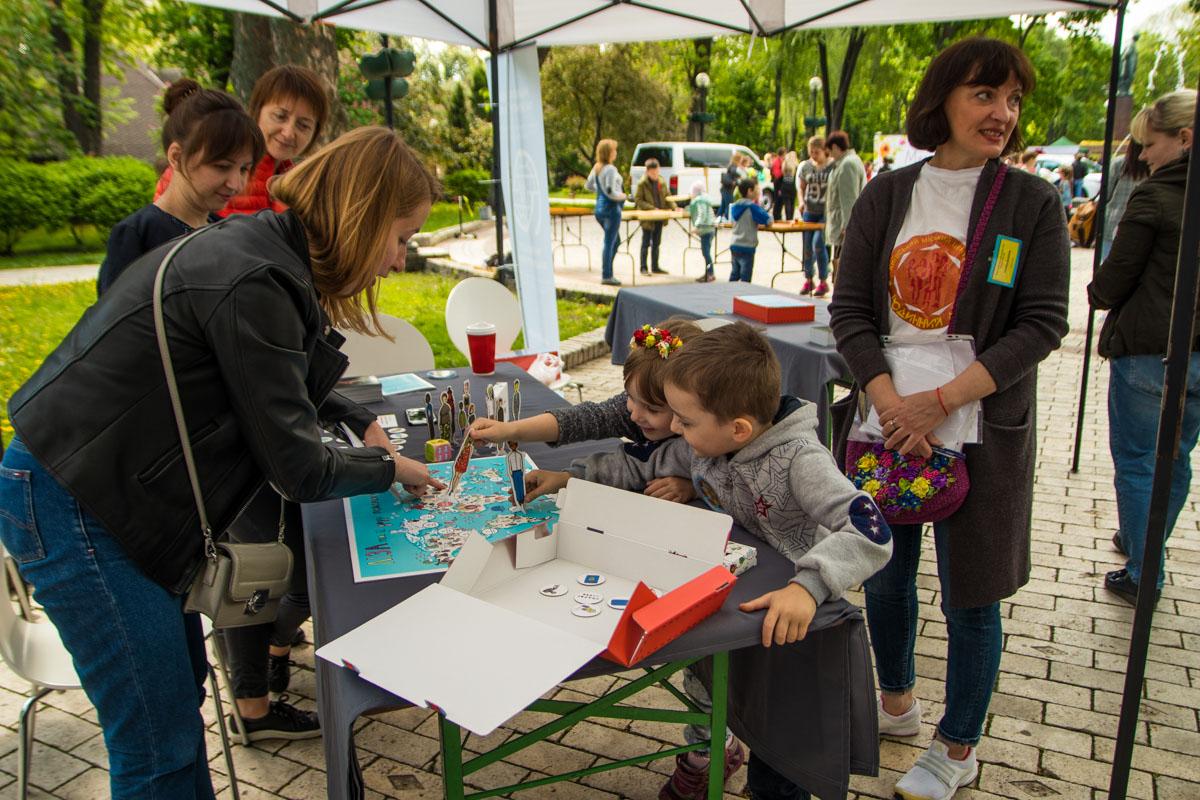 На празднике помимо развлекательных палаток также были представлены и локации социальных служб