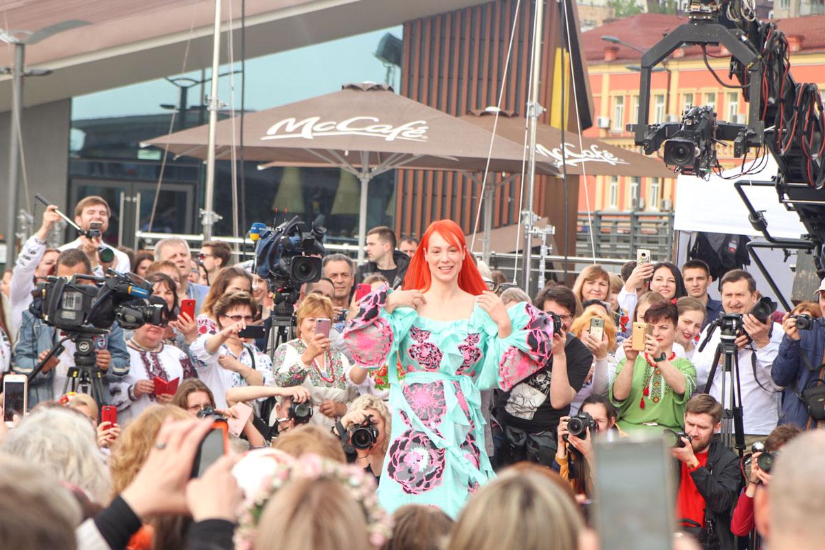 Кроме него, здесь собрались украинские звезды, такие как Светлана Тарабарова