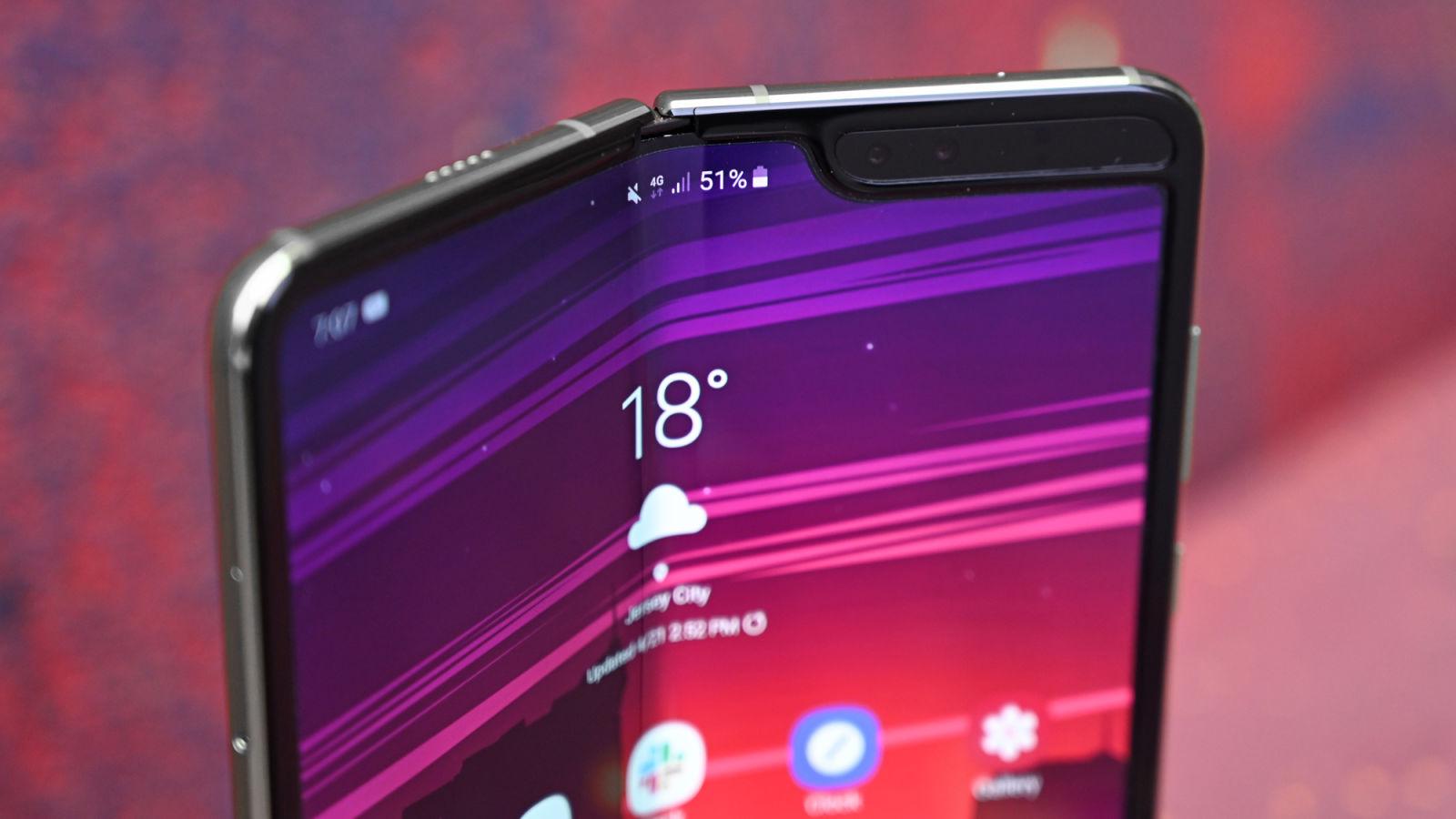 В компании Samsung заявили о том, что в складном смартфоне Galaxy Fold исправили уязвимости и дефекты