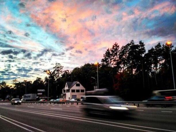 Кажется, небо флиртует с нами. Фото: @rozovuy_sad