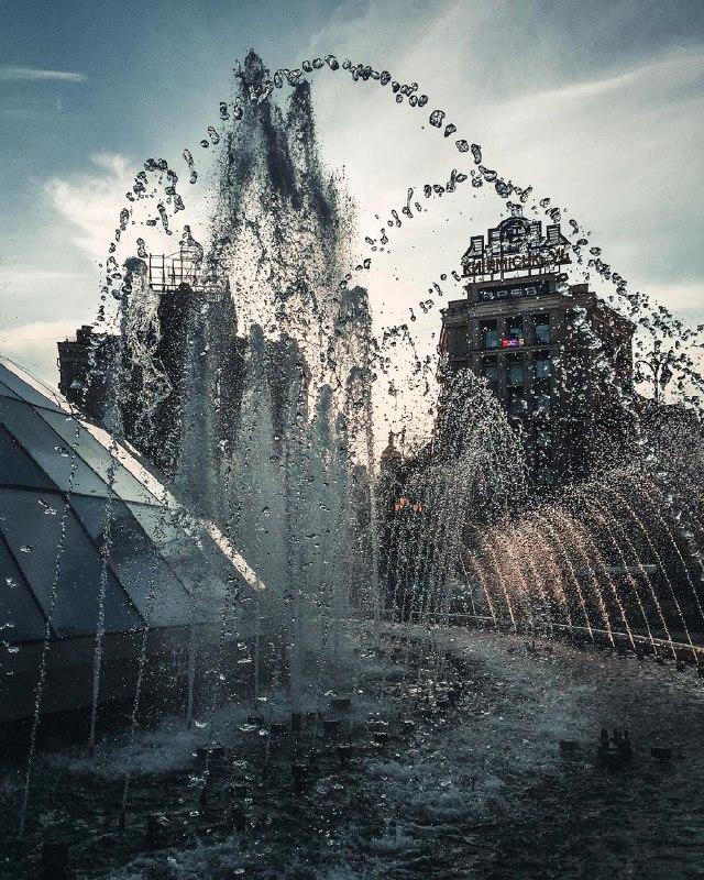 Так красиво, что невольно слышишь музыку фонтана. Фото: @zhukevych
